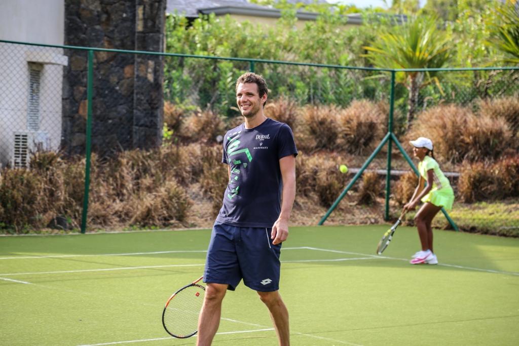 Quand le tennisman Paul-Henri Mathieu rencontre 6 jeunes espoirs du tennis mauricien