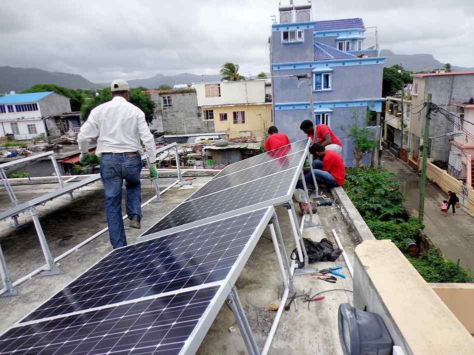 Installation de panneaux solaires à Maurice