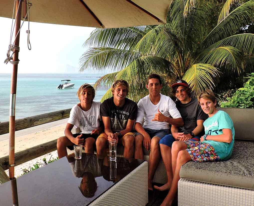 Des champions de Kitesurf Freestyle internationaux s'entraînent à Maurice